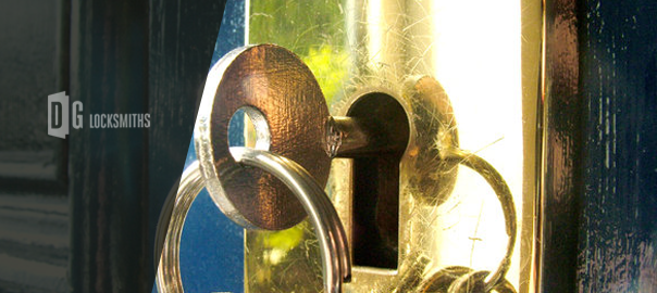 How-to-Secure-Your-Home-During-the-Winter-Holidays3